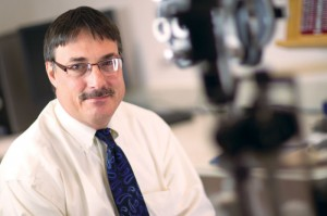 Doctor focuses his eye on helping wounded soldiers who suffer vision problems
