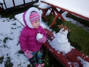 Bekah-holds-snowball