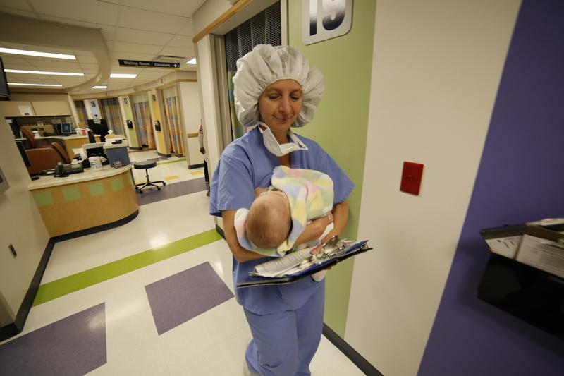 nurse-taking-noor-to-OR_235