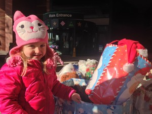 3-year-old Charlee helps her mom, Amy Wise, unload the teddy bears.