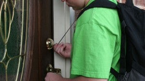 How to tell if your child is ready to stay home alone (Video)