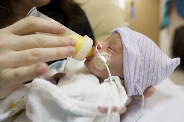 preemie-feeding