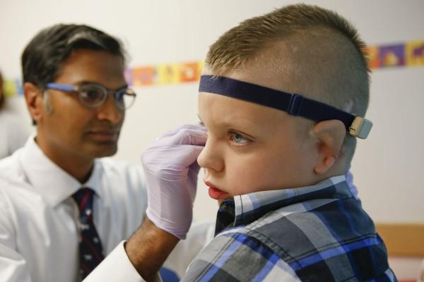 Dr. Murthy examines Elijah
