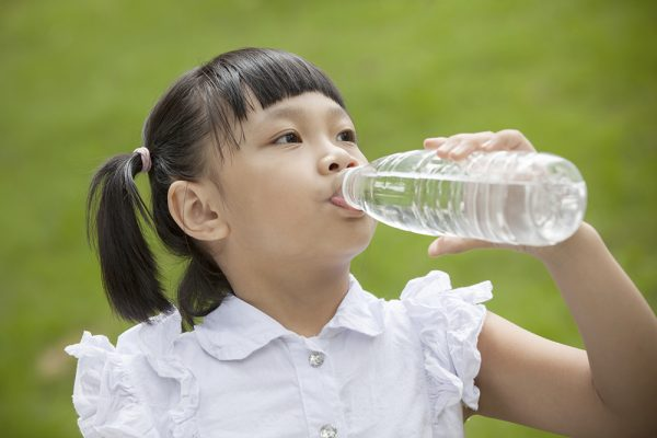 6 Tips To Keep Your Kids Hydrated On Hot Summer Days