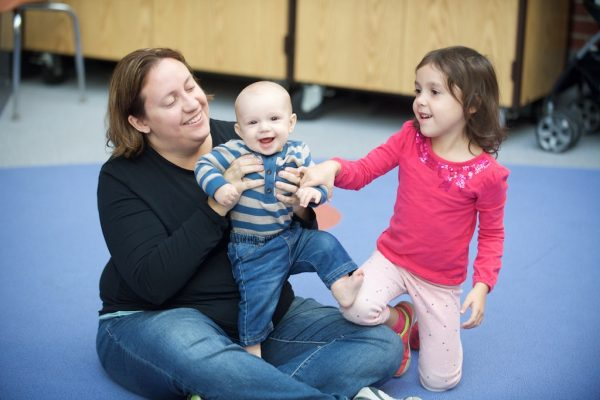 Music class introduces babies, toddlers to song & dance