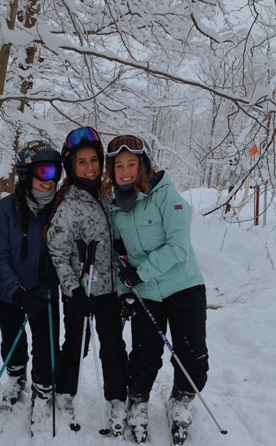 Juliana Glass_skiing with friends
